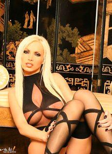 Эта очаровательная блондинка сведет Вас с ума! - фото #