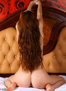 В спальне с розами - фото #