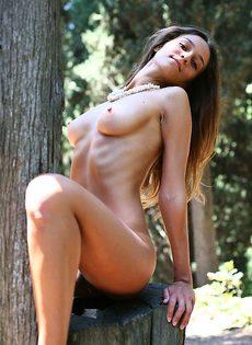Марианна в лесу - фото #