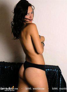 Красивая брюнетка с хорошим телом - фото #