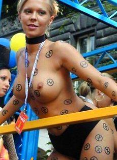 Девушки бывают разные, голые, в трусиках - фото #