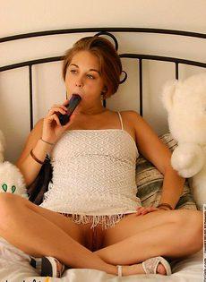 Девушка вставила себе в вагину самотык - фото #