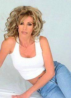 Блондинка покажет свое горячее тело! - фото #