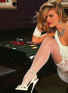 Стриптиз в казино - фото #