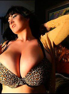 Отрастила грудь огромных размеров - фото #