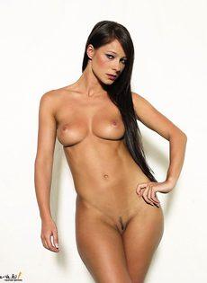 Стройная девушка покажет свои горячие места! - фото #