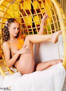 Обнаженная малышка Сьюзан - фото #