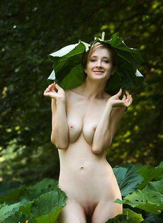 Лара в парке - фото #