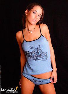 Красивая девушка в нижнем белье - фото #