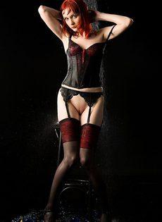 Рыжая красотка в чулочках! - фото #