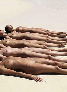 Сексуальные модели на пляже! - фото #