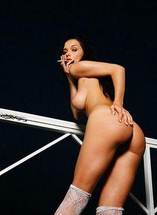 Бесподобная Евгения обнаженная на балконе - фото #
