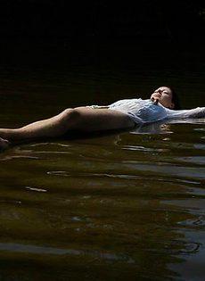 Купальщицы на озере - фото #