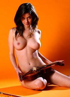 Скрипачка - фото #