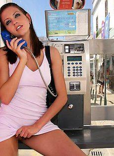 В телефонной будке - фото #