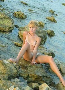 Лиза на пляже - фото #