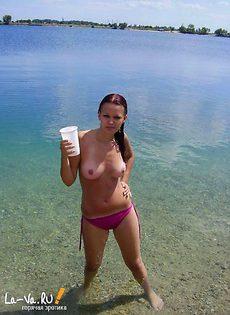 Жена любит загорать голой на пляже - фото #