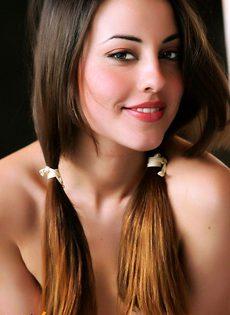 Красавица с косичками - фото #
