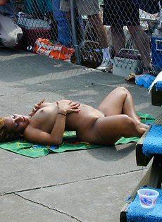 Выпевшие девушки и их обнаженные тела - фото #