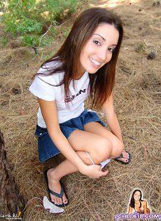 Девушка с маленькими сиськами и хорошей попкой - фото #