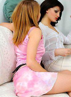 Две дамочки и их любимый самотык - фото #