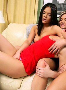 Три девушки предумывают как себя удавлетворить - фото #