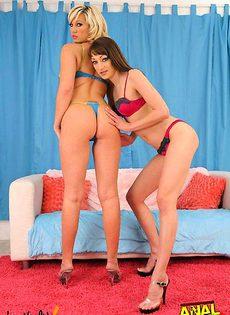 Две девушки напрыгнули на один член - фото #
