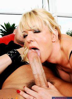 Блондинка 35 лет сосёт член - фото #