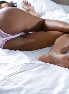 Прелестная индийская девица с волосатой вагинкой - фото #