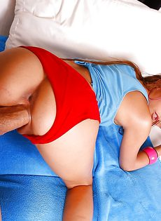 В рыженькую молодку входит здоровенный елдак - фото #