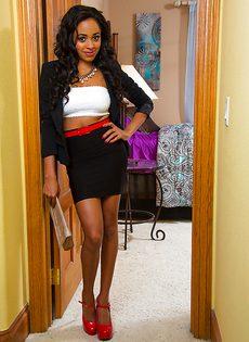 Негритянка с прекрасной фигуркой Anya Ivy - фото #