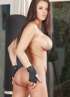 Спортсменка с очень красивыми большими сиськами - фото #