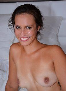 Kelsi Monroe с горячей спермой на лице - фото #