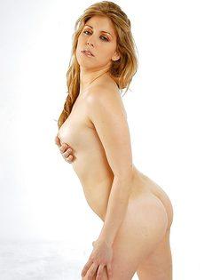 Обнаженная потаскушка с потрясающим телом - фото #