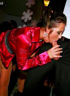 Вечеринка очень сильно понравилась молоденьким сучкам - фото #