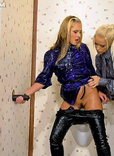Девчонки-лесбиянки в густой сперме - фото #