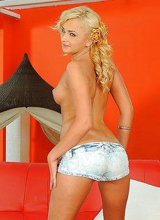 Голенькая превосходная блондиночка Ивана - фото #