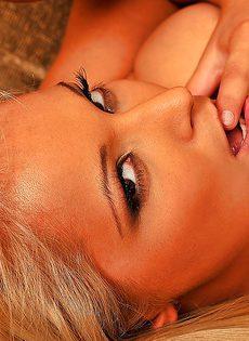 Три белокурые красавицы оказались нетрадиционной половой ориентации - фото #