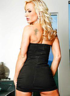 Богатенькая женщина с прекрасным телом - фото #