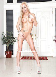 Гламурная красавица в белых трусиках Zoey Portland соскучилась по сексу - фото #