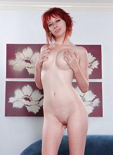 Рыжеволосая красавица совершенно голая - фото #