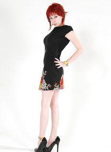 Сочная красавица с большой грудью на высоких каблуках - фото #