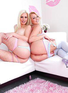 Долбят друг дружке анальные дырки секс игрушками - фото #