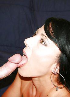 Сиськастая женщина принимает пенис влагалищной дырочкой - фото #