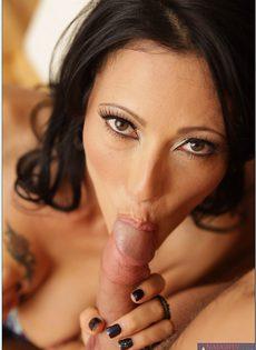 Очаровательная женщина дает себя трахать большим членом - фото #