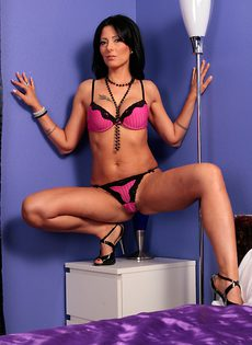 Обнаженное красивое тело женщины Zoey Holloway - фото #