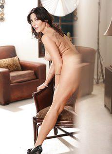 Порно фото голой красивой брюнетки в возрасте - фото #