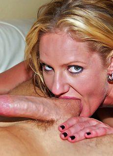 Жаркое половое сношение с потной блондинкой Zoe - фото #