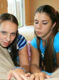 Лица молоденьких девушек заливает горячая сперма - фото #1