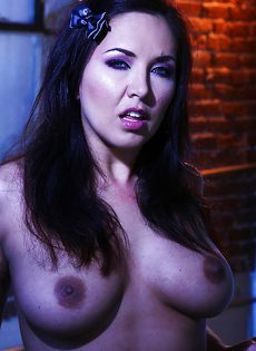 Жгучая брюнетка с манящим телом Kristina Rose - фото #